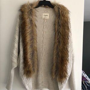 Sweaters - FINAL PRICE DROP EUC Faux Fur Sweater sz M/L
